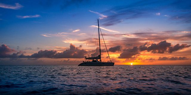 Private catamaran sunset cruise with dinner black river (2)