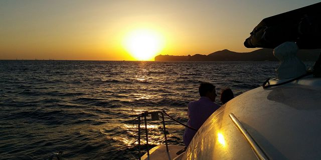 Private catamaran sunset cruise with dinner black river (5)