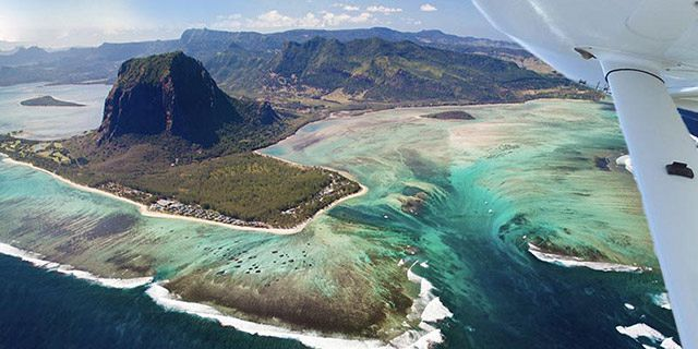 Exclusive seaplane tour of the underwater waterfall southwest (1)